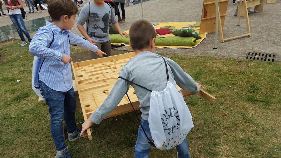 Quando sono i bambini a scendere i piazza succedono cose che mai ti saresti immaginato - Fondazione Angelo Affinita 4