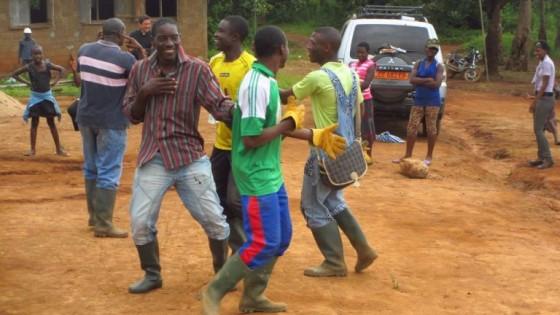 Camerun-come-uscire-dalla-poverta-estrema-grazie-al-lavoro-e-al-camminare-con-le-proprie-gambe-Fondazione-Angelo-Affinita