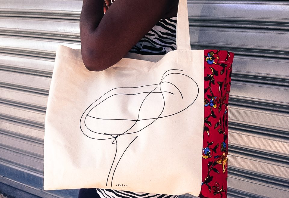 Ecco come fare per sfuggire allo sfruttamento e alla violenza, grazie al lavoro e creando borse, t-shirt e oggetti di design - Fondazione Angelo Affinita