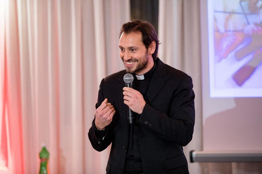 Don Davide Banzato al Charity Gala 2018_Fondazione Angelo Affinita
