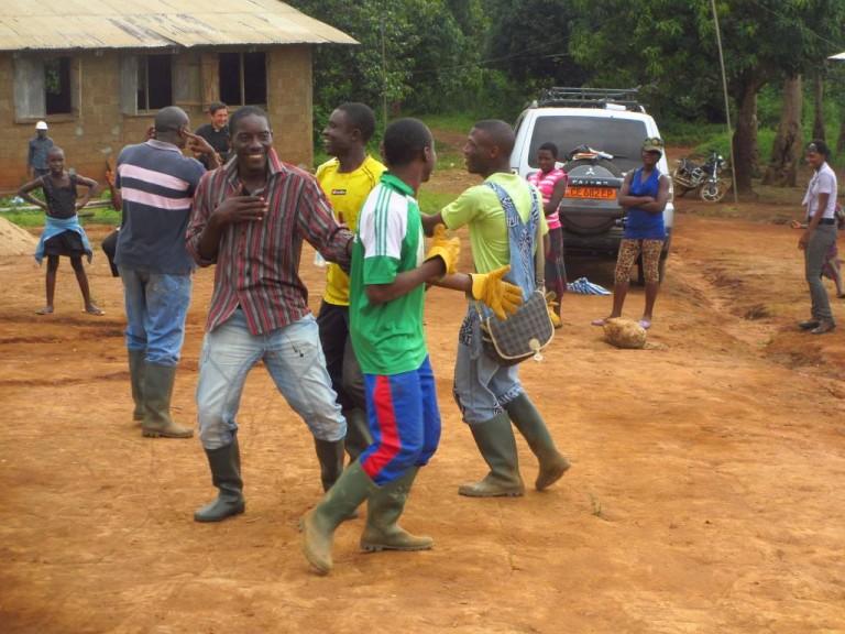 Camerun: come uscire dalla povertà estrema grazie al lavoro e al camminare con le proprie gambe