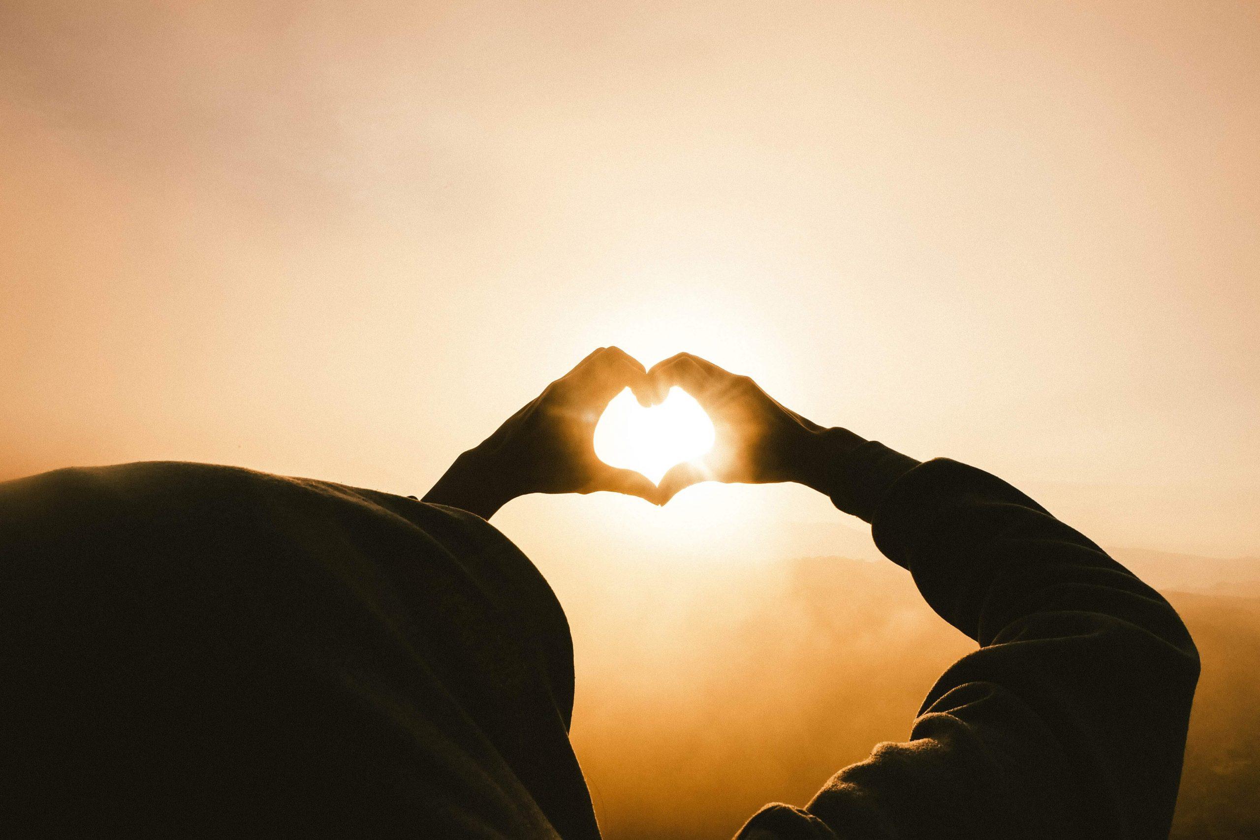 Come aiutare bambini e giovani in difficoltà con un semplice gesto d'amore, senza tirare fuori un euro di tasca tua